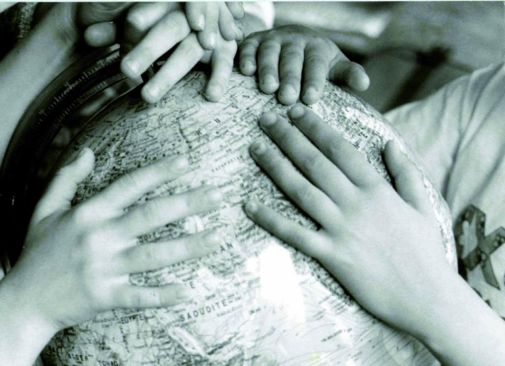 mains-enfants-lignt